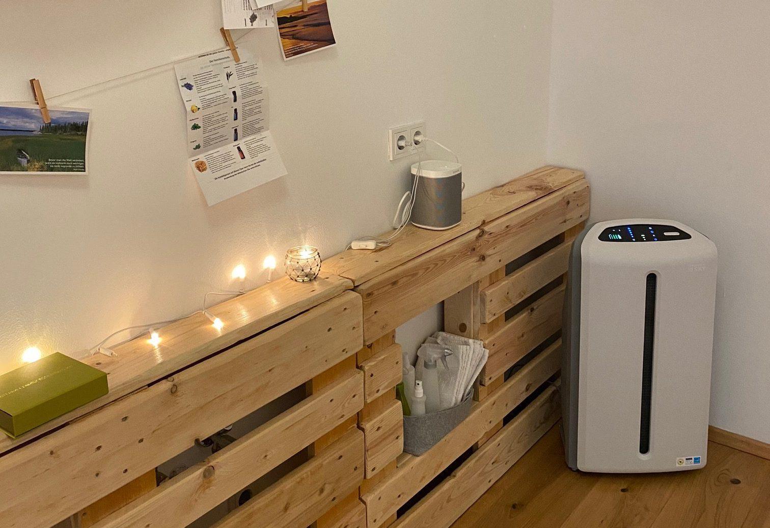 Das Luftfiltersystem steht im Yogaraum